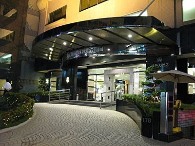 嵐姐小舖 新竹福華飯店三人房(2中床)3450/間含自助式早餐(假日不加價)