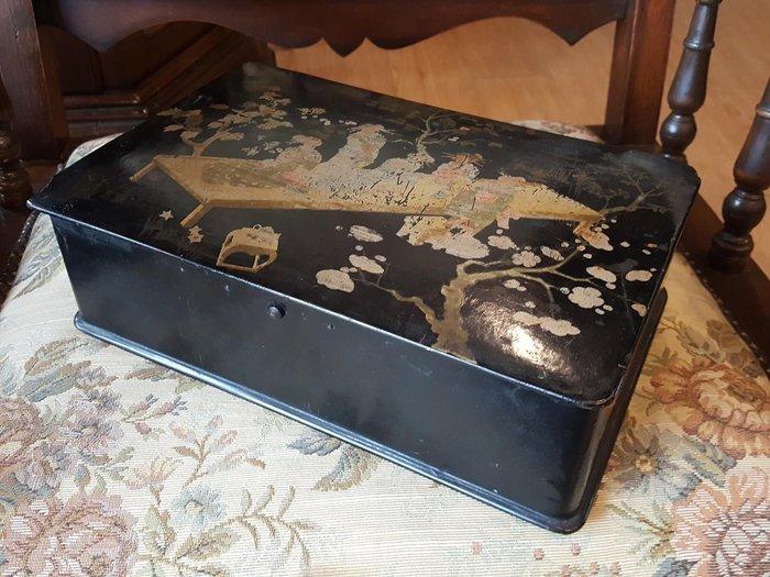 【卡卡頌 歐洲跳蚤市場/歐洲古董 】日本老件_和服飾女 老漆器收納盒 w0045✬
