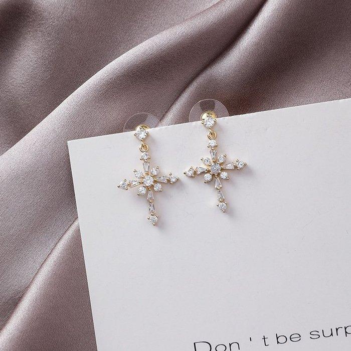 {朵朵韓飾} B3305 韓國直送(正韓)-925銀針 優雅氣質水晶水鑽十字架耳環