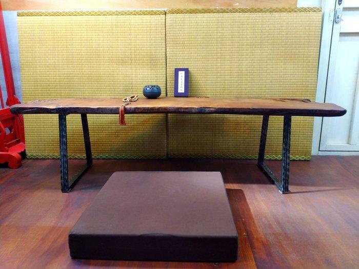 (店鋪不續租清倉大拍賣)天然形狀閃花台灣黃檜木和室桌,原價40000元特價20000元