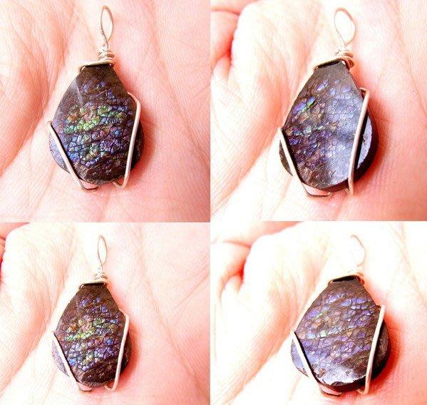 小風鈴~天然極品七彩斑彩石墜子(重2.1g)又名~發達石.麒麟石(帶強烈紫光.藍光)