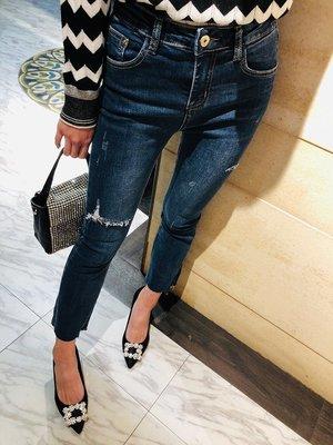 《巴黎拜金女》優秀的小微喇超及好版型高彈顯瘦剪邊牛仔褲