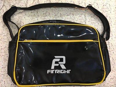 。☆全新☆。Fit Right大斜背包行李包