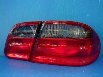 小亞車燈╠ 全新外銷BENZ W210紅白.紅黑尾燈一組2600元DEPO製