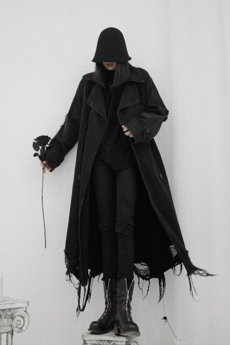 ||一品著衣|| 山本風暗黑系先鋒小眾設計水洗破壞風流蘇毛邊外套中長款牛仔風衣 YM