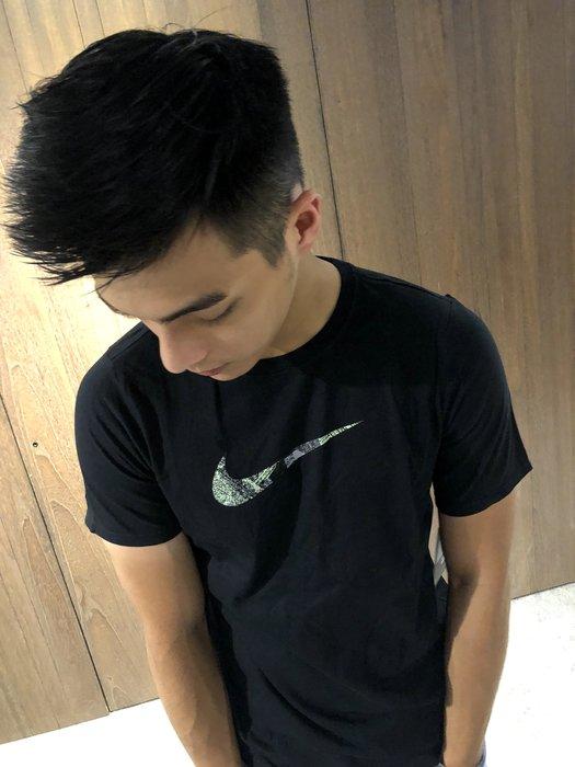 美國百分百【全新真品】Nike T恤 短袖 T-shirt 運動 休閒 迷彩 logo 黑色 S號 J356