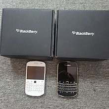 BlackBerry bold 9900全新,香港數碼通台庫存,有黑色白色選購