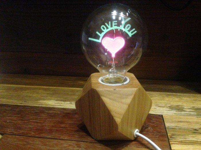 尼克卡樂斯 ~ 實木底座造型燈泡小桌燈【I LOVE YOU款】工業風檯燈 服飾店咖啡廳擺飾 造型燈飾 情人節禮物