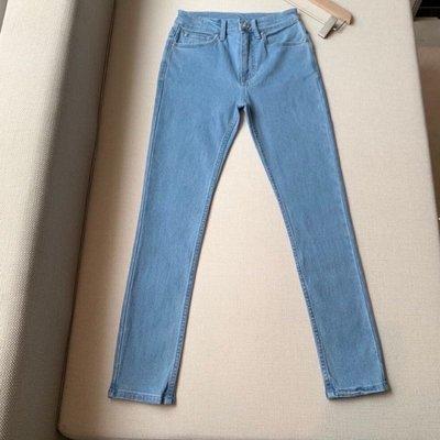 Burberry 最新款 淺色 牛仔褲?