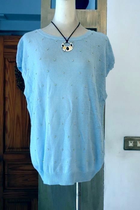[C.M.平價精品館]M現貨/原價1780元設計師精品專櫃/知性品味手縫金珠好看水藍色針織上衣