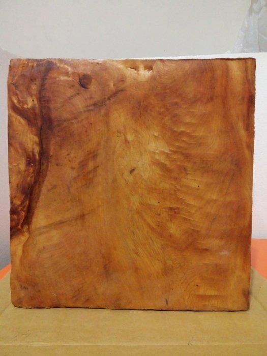 【九龍藝品】檜木  黃金磚 5面折花.紋路美.油質豐厚      2