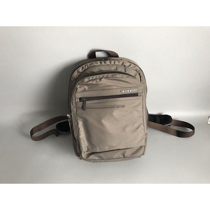 =86號店=比利時知名品牌Hedgren  原價:179  可放iPAD  多功能  男女雙肩後背包  卡其如圖色
