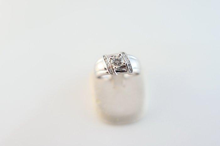 [吉宏精品交流中心]35分 天然鑽石 白K金 造型 戒指 鑽戒 中性戒