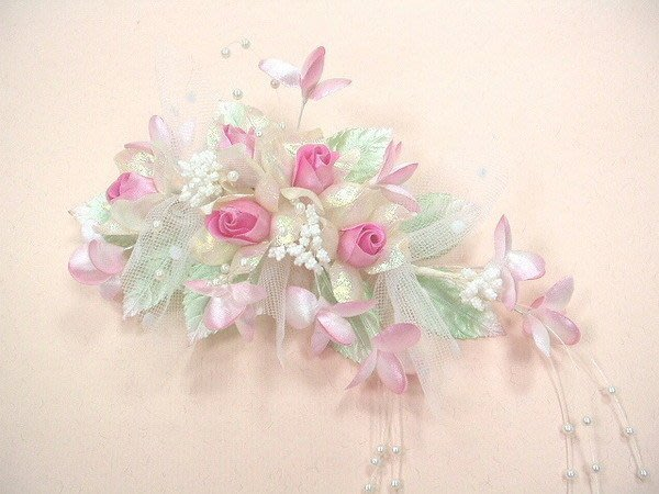 B. & W. world *美美的花飾*R13119*淺綠色、水藍、粉紅小玫瑰花***綠野風采***