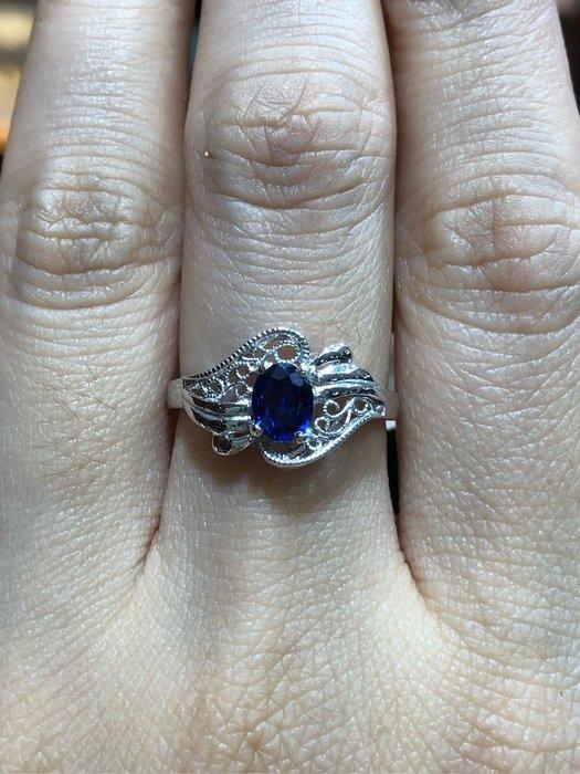 83分天然藍寶石鉑金戒指,寶石火光漂亮,古典拉花經典造型設計款式,超值優惠價18800,精選商品只有一個