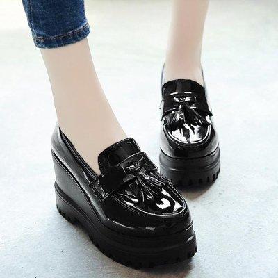 厚底鬆糕小皮鞋女韓版百搭新款流蘇淺口單鞋學生樂福鞋女鞋子LVV5873