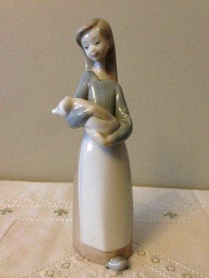 *特價*西班牙國寶LLADRO雅緻瓷偶-- 抱著小豬的農家女