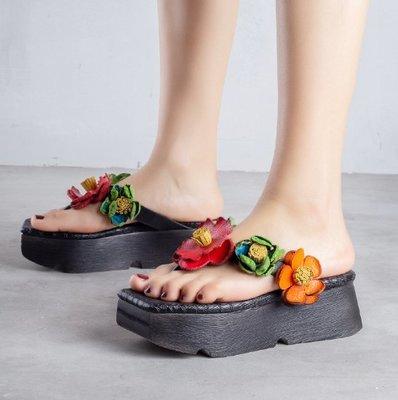 ~皮皮創~原創設計手工女鞋。復古做舊擦色真皮花朵鞋舒適百搭夾腳鞋鬆糕鞋頭層牛皮涼拖鞋