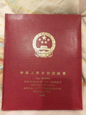 中華人民共和國郵票精裝本-1989年版。郵票歷久彌新,外殼有歲月的痕跡,實品為準