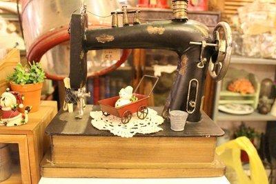 zakka糖果臘腸鄉村雜貨坊    雜貨類...鐵皮裁縫車造型擺飾.手搖裁縫車桌飾.仿古裁縫車.開店用品/攝影道具