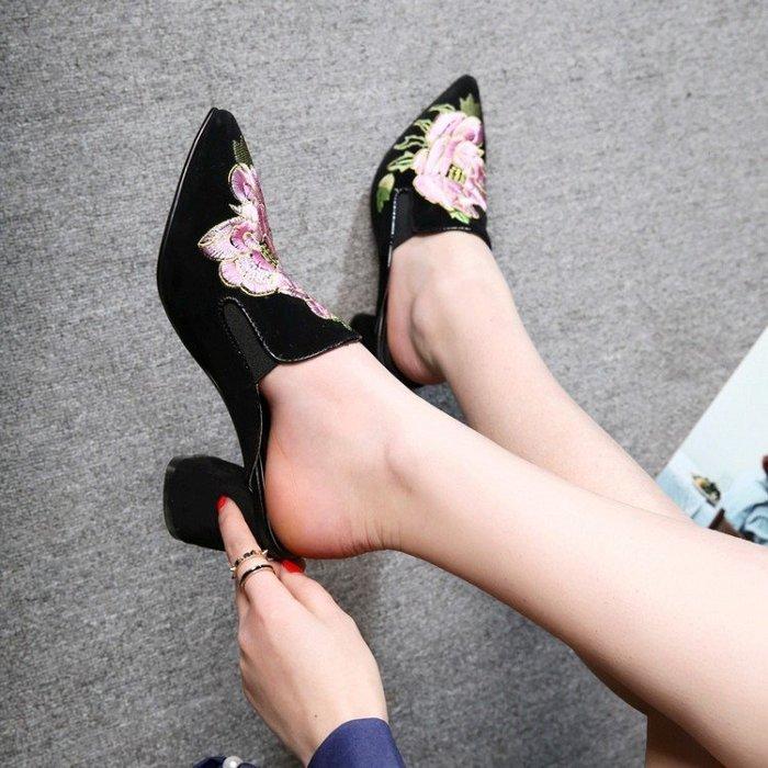 真皮 涼鞋 拖鞋 英倫風包頭尖頭刺繡花粗跟高跟鞋百搭半真皮涼子女潮 WN8 5431