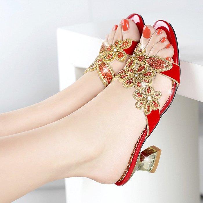 衣萊時尚-水鉆真皮拖鞋女夏低跟中跟時尚外穿紅色性感水晶鑲鉆花朵粗跟涼鞋