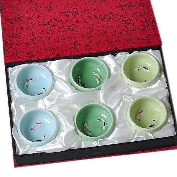 5Cgo【茗道】含稅會員有優惠 35581618102 龍泉青瓷功夫茶具手工金魚彩鯉魚兒茶杯陶瓷大號普洱茶盞六個杯+禮盒