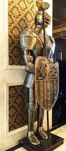 中世紀歐洲式複古鎧甲騎士武士盔甲2公尺民宿用品擺件酒吧裝飾