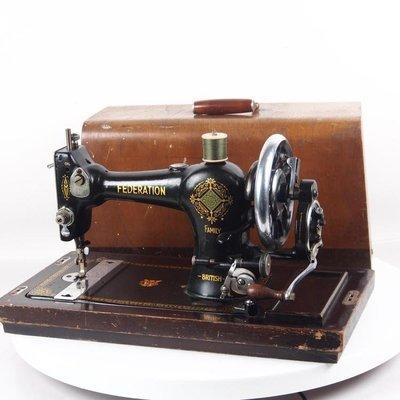 百寶軒 20世紀早期英國古董federation聯邦機械手搖縫紉機配件全帶箱蓋 ZG2438