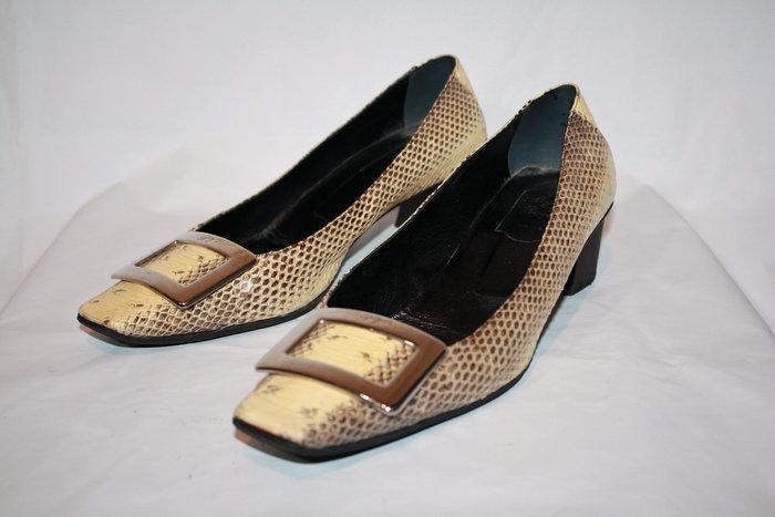 海洋工坊二手名牌旗艦店~Roger Vivier 蟒蛇紋銀釦中跟鞋(Size:38) ~~~超值商品~~~