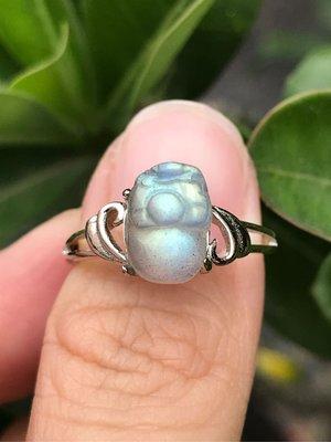 天然拉長石貔貅戒指 拉長石光譜石灰月光石雕刻立體貔貅925銀活圍戒指《舒唯水晶》