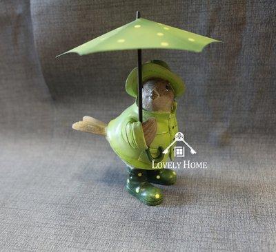 (台中 可愛小舖)田園鄉村童話動物風格-可愛撐綠色點點傘綠雨衣小雞(小)波麗娃娃擺飾傘可拿下來收藏送禮櫃檯