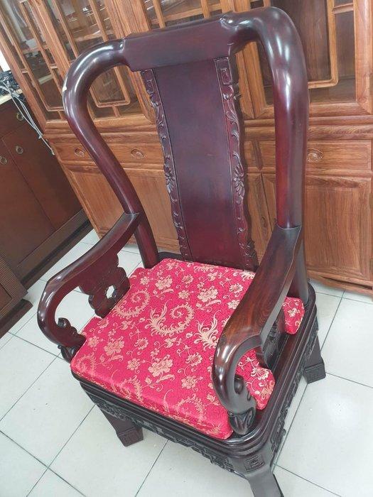 新竹二手家具買賣 分店來來 全實木 原木 紅木 椅 主人椅~新竹搬家公司|竹北-新豐-竹南-頭份-2手-家電 買賣 傢俱-沙發-茶几-衣櫥-床架床墊-冰箱洗衣機