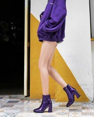 【黑店】歐美時尚紫色尖頭短靴 鋼琴烤漆亮面紫色粗跟靴 超顯瘦個性短靴 個性穿搭紫色短靴