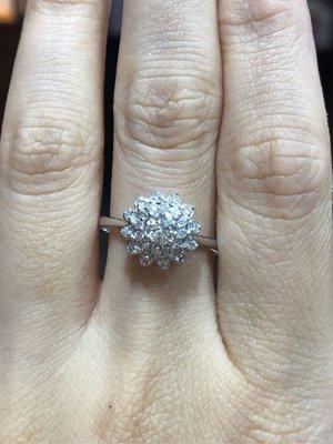 總重62分天然鑽石戒指,主鑽34分八心八箭完美車工,主鑽放大款式設計,現金出清商品28800,只有一個要買要快