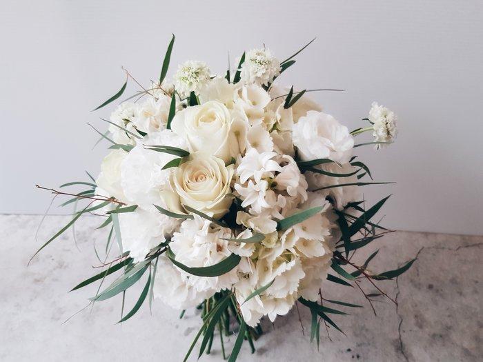 F80。季節限定。白綠色系新娘捧花。拍照手綁花。客製捧花。台北歡迎自取【Flower&House花藝之家】