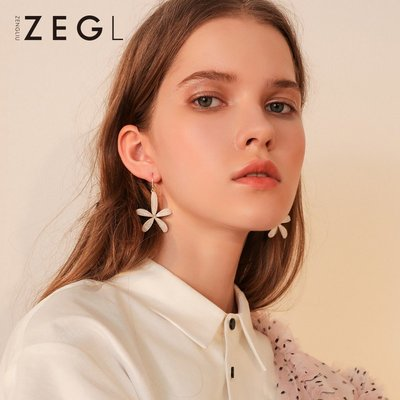 FEIFEI日韓~ZEGL白色花朵耳環花瓣耳釘女氣質韓國個性2018新款網紅小眾耳飾品