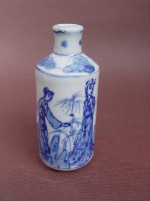【 懷德-肖 】託 售--- 老 件 -- 大清康熙年製青花人物鼻煙壺 -- *可提前結標