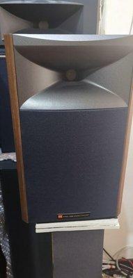 JBL4306新款入門號角書架喇叭如新號角,在喇叭的武林,差不多等於少林寺那樣的地位。其中尤其以西電的號角、Altec的號角、JBL的號角、TAD的號角