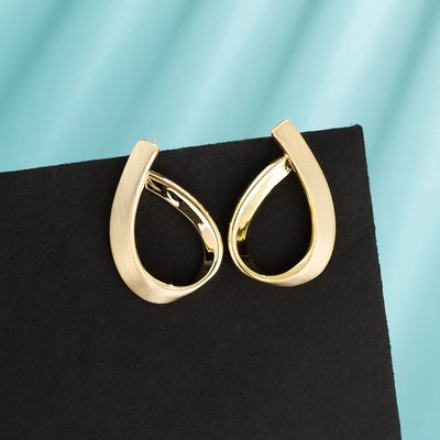 小何 ~H570韓娜斯數字6金屬質感耳釘時尚磨砂精品2020年新款防過敏耳飾