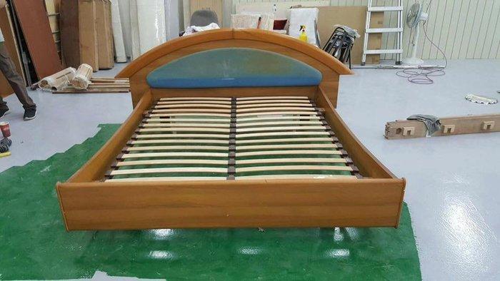 二手家具樂居 台中全新中古傢俱 B1108AJI*柚木色中古雙人排骨床架 床底 床板*2手臥室家具拍賣 床組 衣櫥 斗櫃