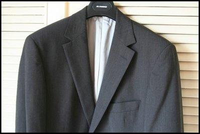歐碼50【BOSS】黑標Hugo Boss 鐵灰細條紋單排牛角扣兩扣蓋袋羊毛西裝