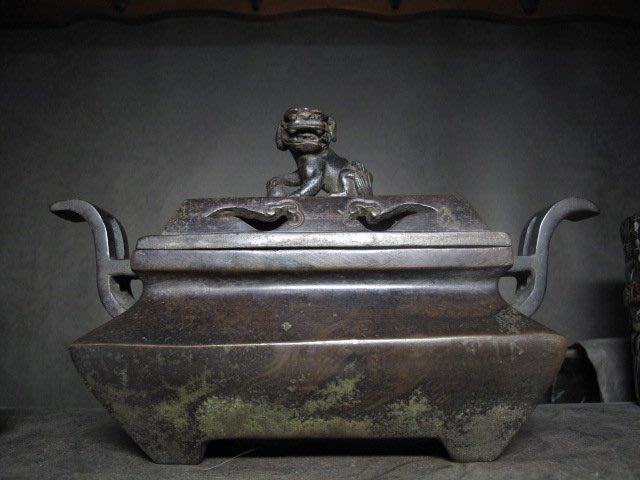 老銅爐 ◎    獅蓋 官帽耳 銅香爐 【宣徳 款】
