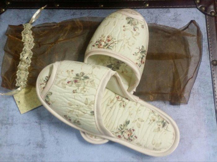 美生活館 -- 壓箱寶 真正台灣生產純綿 鄉村風拼布室內拖鞋(附袋可收納) 也可帶出國方便使用 單一價 180 元
