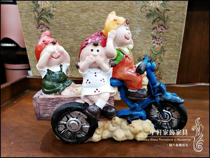 【現貨】三隻尖帽小矮人摩托車勿聽勿言勿視擺飾 波麗娃娃 公仔 可愛童話鄉村風 送禮 店面民宿裝飾 ♖花蓮宇軒家飾家具♖
