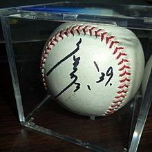 【☆ 職棒野球魂大賣場☆】詹子賢(中職粱朝偉) 簽名球A ,  簽於 比賽球 。 商品不含球框 ,拍攝使用