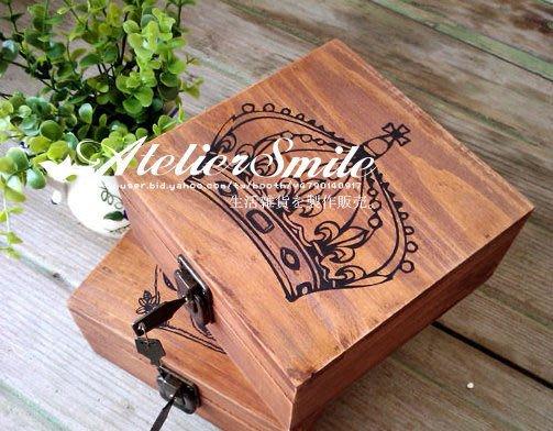 [ Atelier Smile ] 鄉村雜貨 復古原木方型皇冠雜物收納盒 附鎖 兩款選 (現+預)