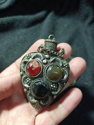 寶貝精品@@1999起收藏西藏老藏銀鑲寶石鼻煙壺