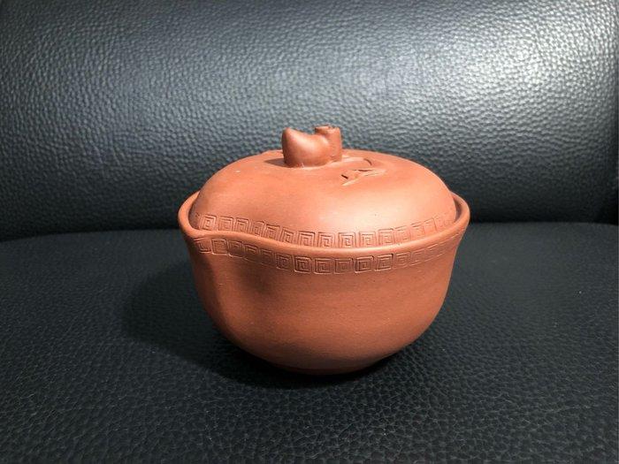 早期 紫砂壽桃糖果罐(中國宜興)款