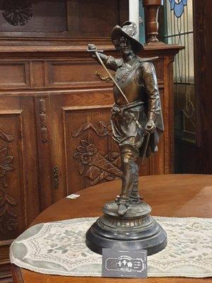 【卡卡頌 歐洲跳蚤市場/歐洲古董】※活動特價※法國老件_羽帽騎士 劍士 精細雕刻貴族雕像 收藏 (有一對) m0636✬